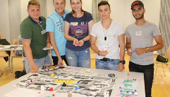 Schüler beim Simulationsspiel © AK Salzburg, AK Salzburg
