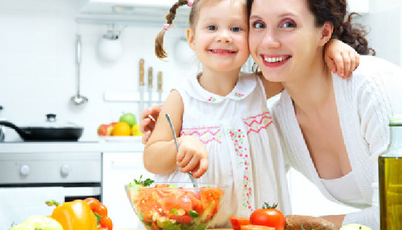 Mutter, Kind, kochen © yanley, Fotolia.com