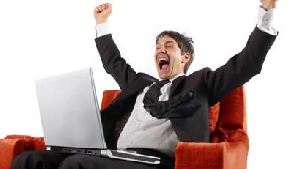 Freier Dienstnehmer freut sich über seinen Gewinn. © olly, Fotolia.com