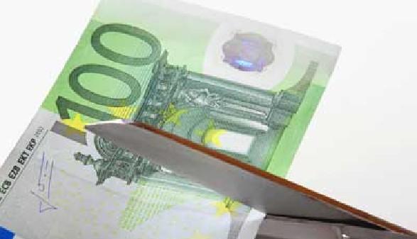 100 Euro Schein wird mit Schere zerschnitten © Kathrin39, fotolia.com