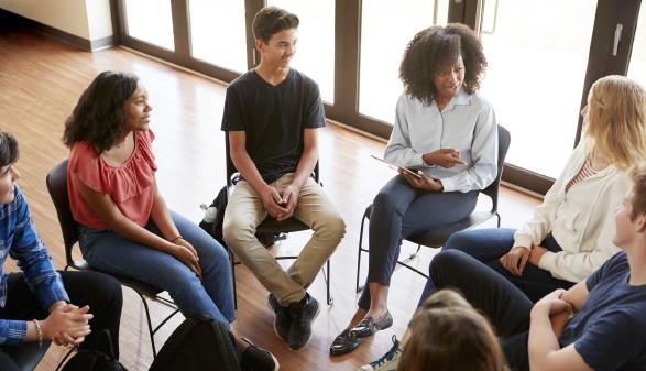 Schüler im Sesselkreis © Monkey Business , stock.adobe.com