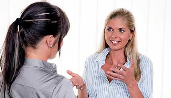 Im Gespräch mit der Chefin - Auflösung des Arbeitsverhältnisses durch die Arbeitnehmerin © Gina Sanders, Fotolia.com