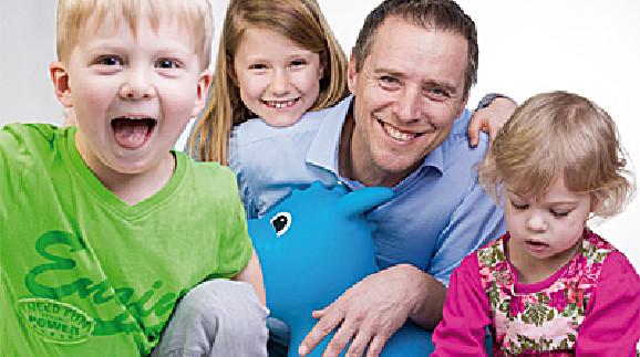Peter Eder mit Kindern © AK