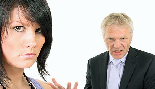 Der Chef schimpft seine Mitarbeiterin. © Klaus-Peter Adler, Fotolia.com