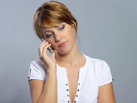 Frau am Telefon © Benicce, Fotolia
