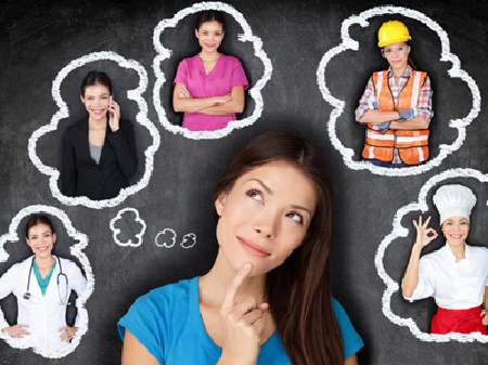Frau denkt an verschiedene Berufe © maridav, stock.adobe.com